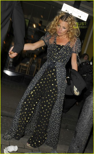kate-moss-34th-birthday-party-01.jpg